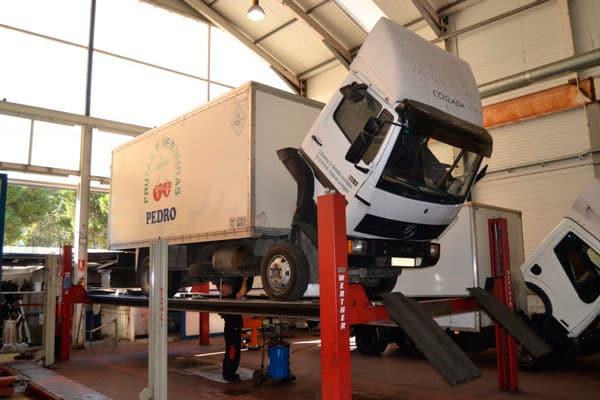 cambiar las llantas de los camiones